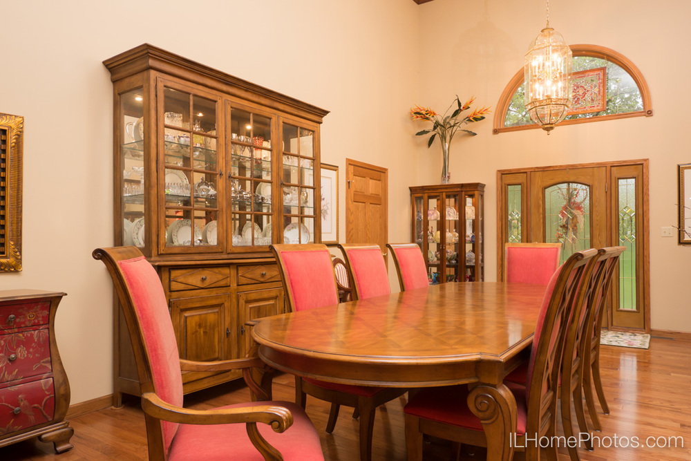 Interior dining room photograph for real estate in Elkhart, IL :: Illinois Home Photography by Michael Gowin, Lincoln, IL