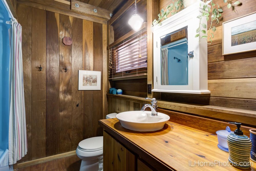 Interior bathroom photograph for real estate, Cuba, IL :: Illinois Home Photography by Michael Gowin, Lincoln, IL