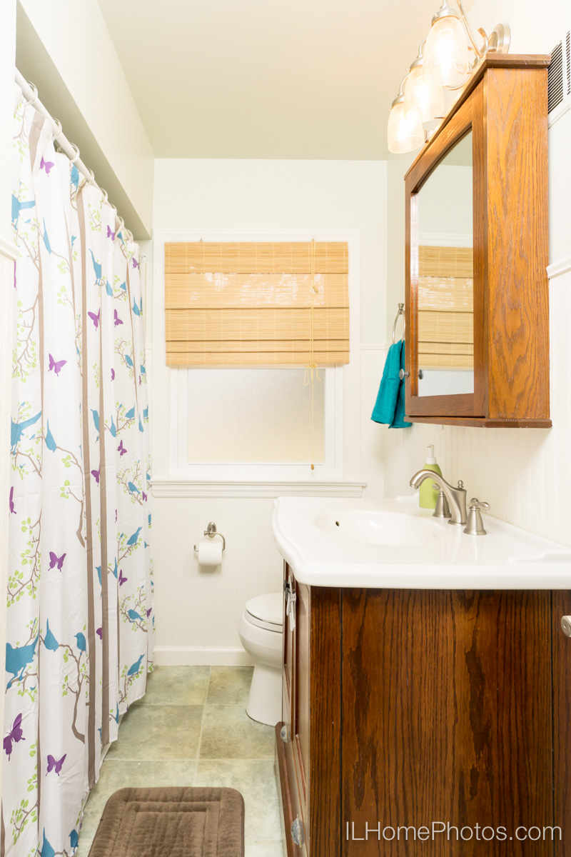 Interior bathroom photograph for real estate, Peoria, IL :: Illinois Home Photography by Michael Gowin, Lincoln, IL