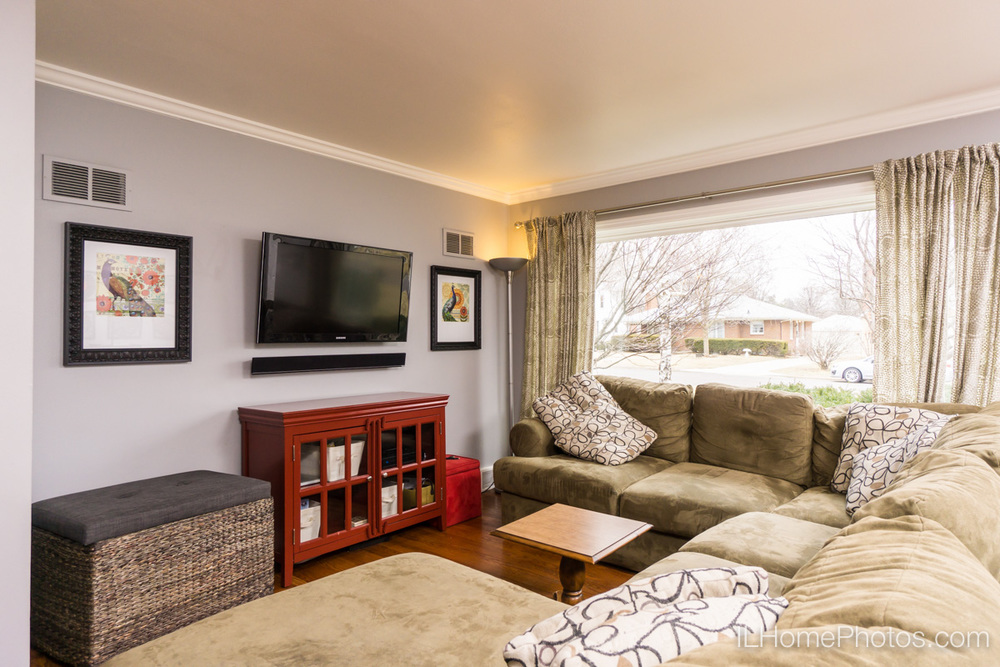 Interior living room photograph for real estate, Peoria, IL :: Illinois Home Photography by Michael Gowin, Lincoln, IL