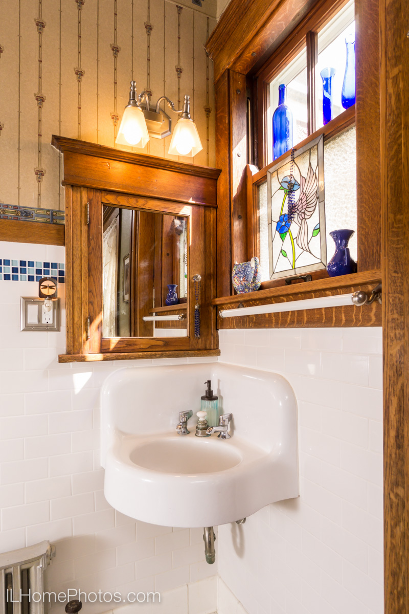 Interior bathroom photograph for real estate, Washington, IL :: Illinois Home Photography by Michael Gowin, Lincoln, IL