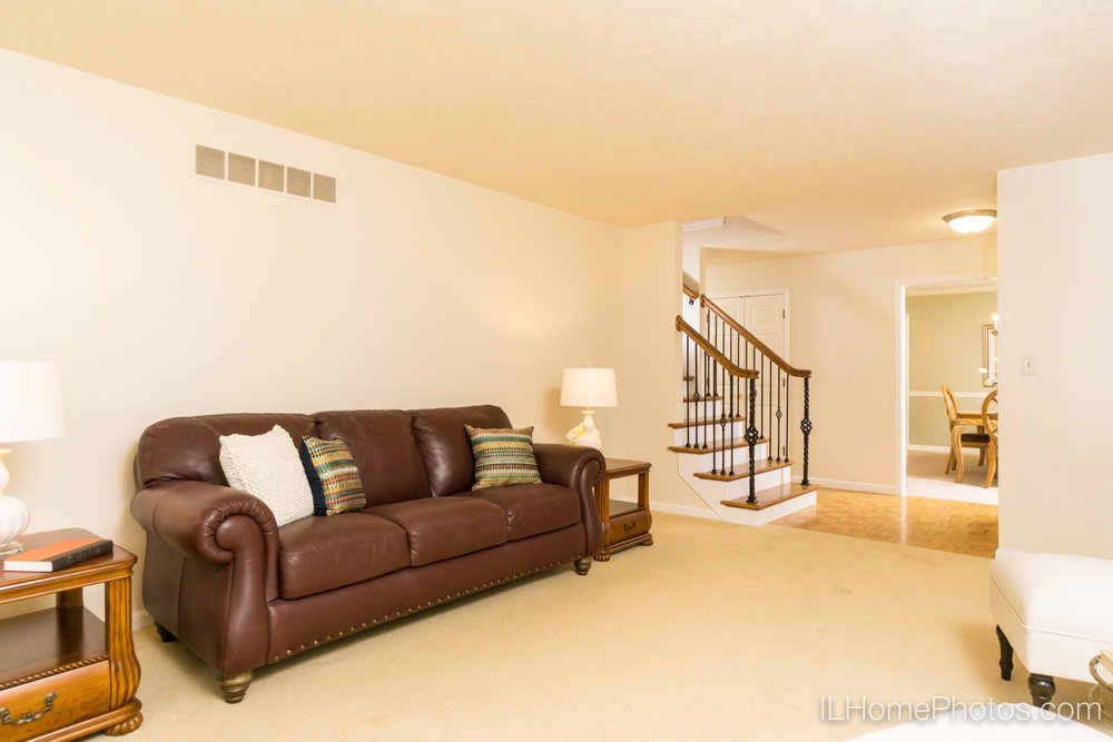 Interior living room photograph for real estate in Peoria, IL :: Illinois Home Photography by Michael Gowin, Lincoln, IL