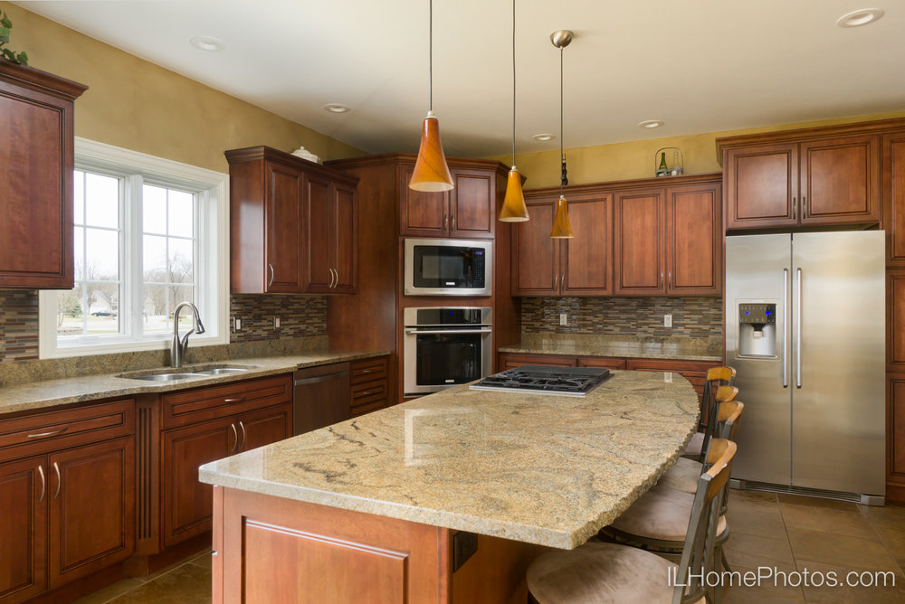 Interior dining area and kitchen photograph for real estate :: Illinois Home Photography by Michael Gowin, Lincoln, IL