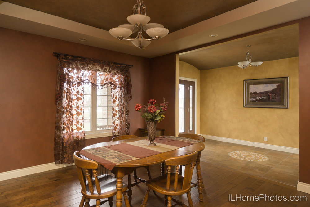 Interior dining room photograph for real estate :: Illinois Home Photography by Michael Gowin, Lincoln, IL