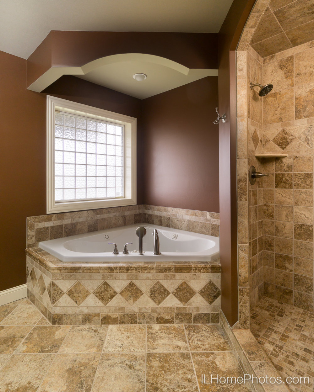 Interior master bathroom photograph for real estate :: Illinois Home Photography by Michael Gowin, Lincoln, IL