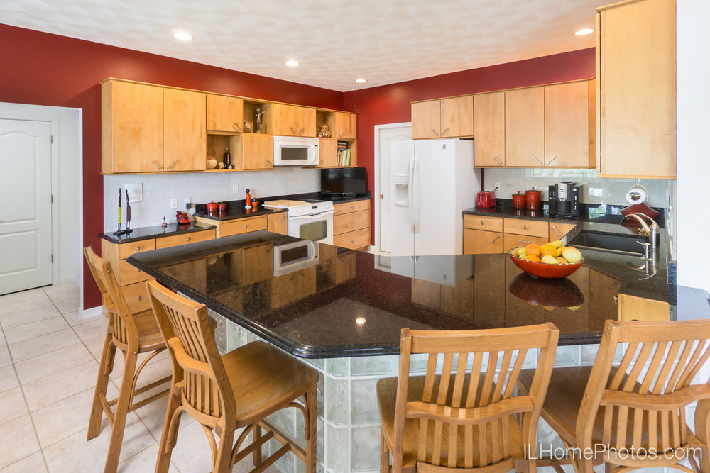 Interior kitchen photograph for real estate in Pekin/Peoria :: Illinois Home Photography by Michael Gowin, Lincoln, IL