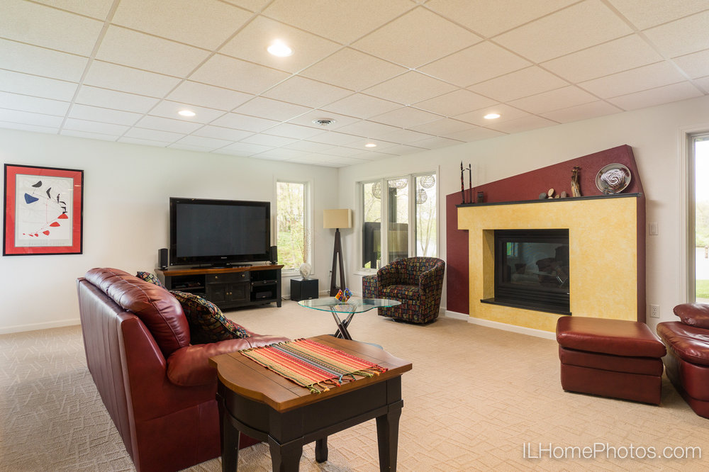 Interior family and recreation room photograph for real estate in Pekin/Peoria :: Illinois Home Photography by Michael Gowin, Lincoln, IL