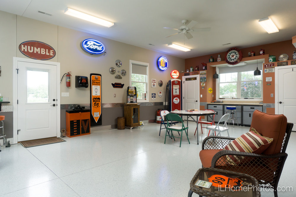 Interior garage and workshop photograph for real estate in Springfield, IL :: Illinois Home Photography by Michael Gowin, Lincoln, IL