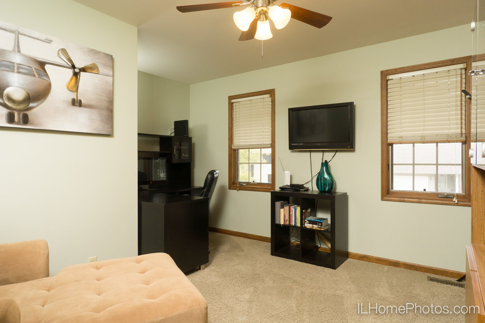 Interior bedroom/home office photograph for real estate in Peoria, IL :: Illinois Home Photography by Michael Gowin, Lincoln, IL