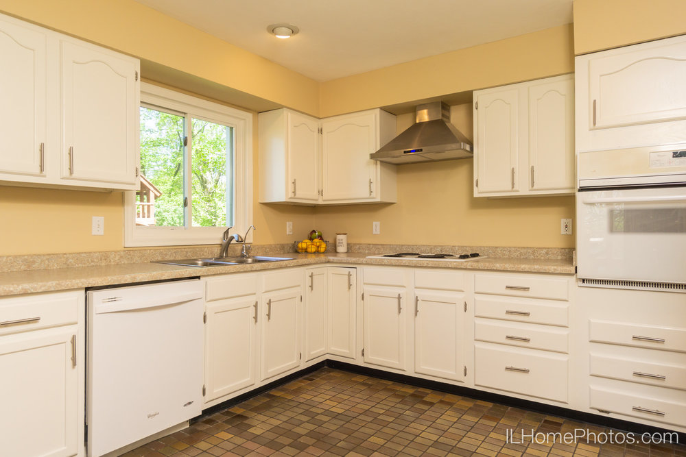 Interior kitchen photograph for real estate in Chillicothe, IL :: Illinois Home Photography by Michael Gowin, Lincoln, IL