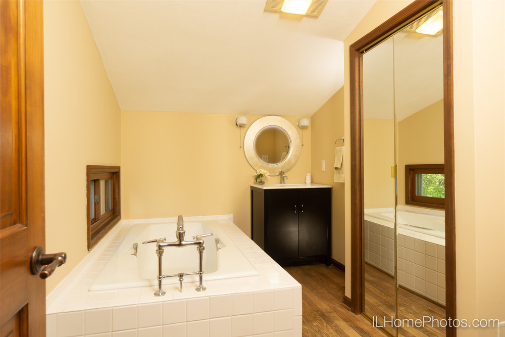 Interior master bathroom photograph for real estate in Chillicothe, IL :: Illinois Home Photography by Michael Gowin, Lincoln, IL