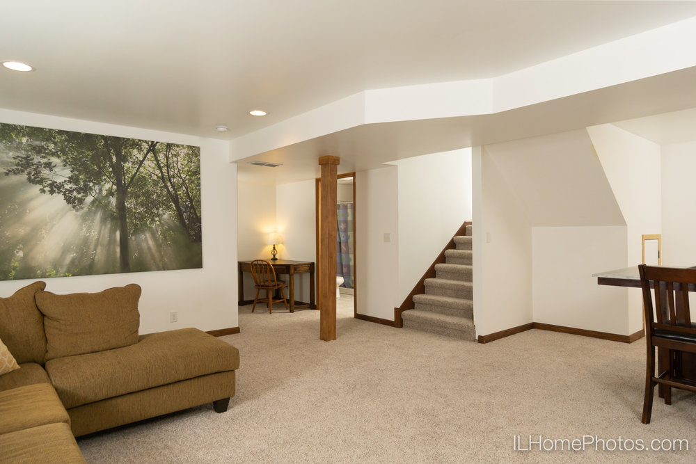 Interior family room photograph for real estate in Chillicothe, IL :: Illinois Home Photography by Michael Gowin, Lincoln, IL