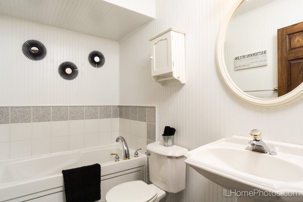 Interior bathroom photograph for real estate in Sherman, IL :: Illinois Home Photography by Michael Gowin, Lincoln, IL