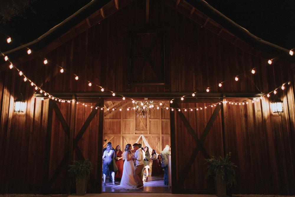 Wedding Day | Bridle Oaks Barn | Vanessa Boy Photography | vanessaboy.com-809.com final gallery.jpg