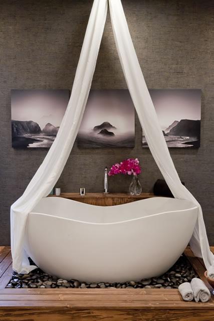 30-emhe-master-bath-tub-2-640w.jpg