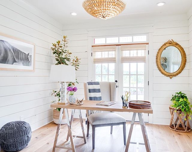 Pure white shiplap walls will never, ever get old in our design book. We are digging this simple office our founder @veronicavalencia designed this year in Atlanta, GA. Such good finds from a lot of our favorite companies (all tagged!) 🌿 #thedesignhunters #tdhworks