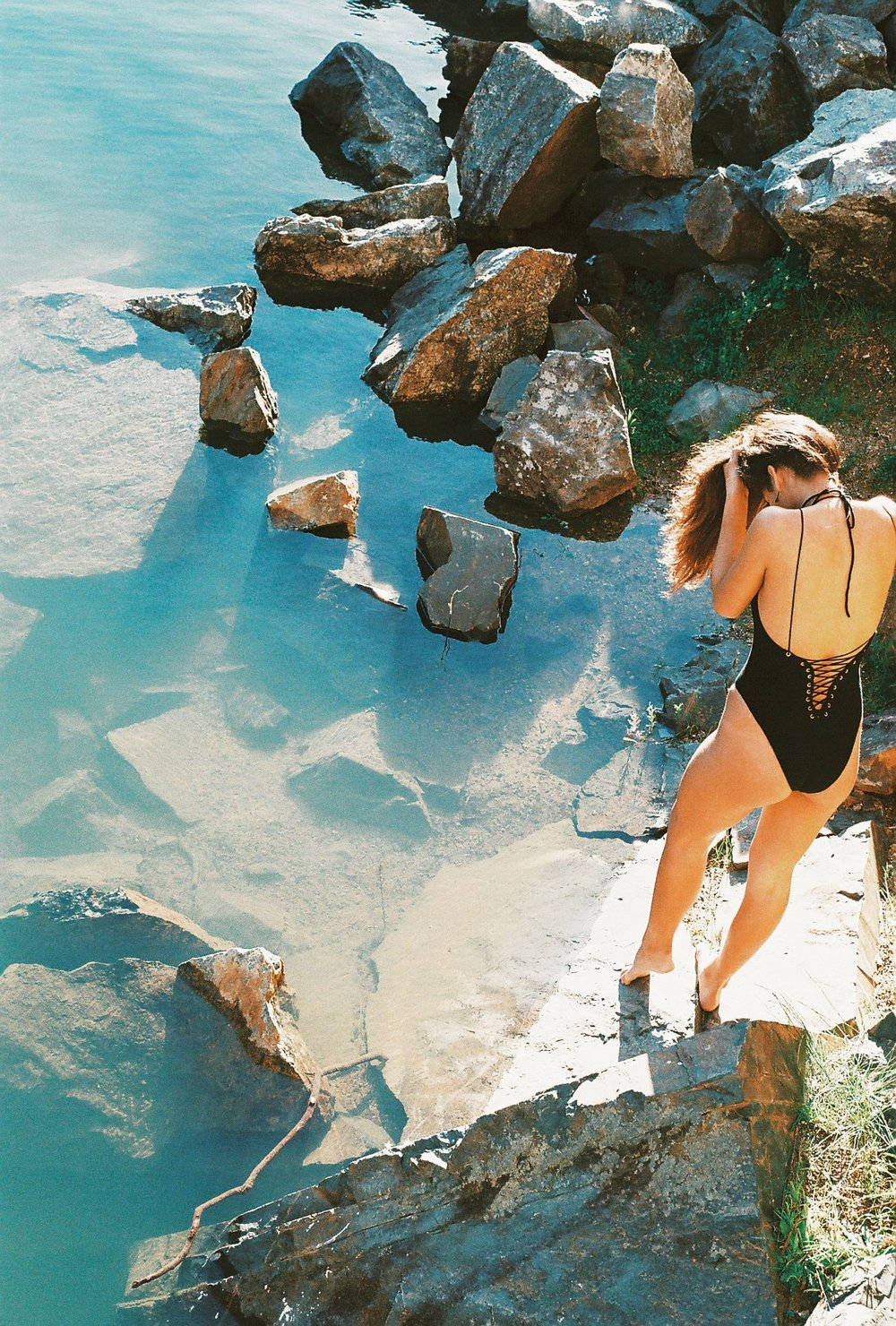 IN YOUR ARMS SOLAR ONE PIECE BLACK