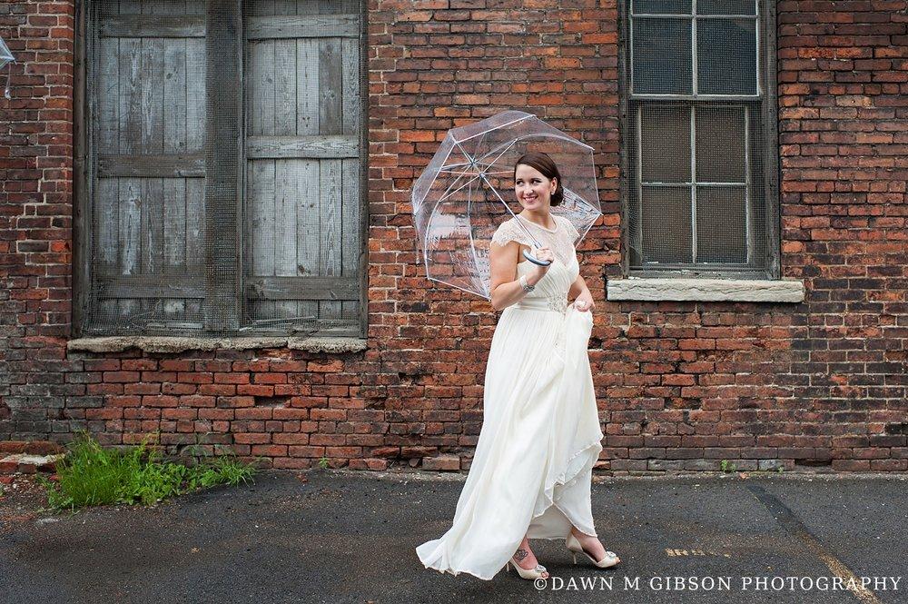 RainyDayBuffaloWNYWeddingPhotographer_DawnMGibson_AR4.jpg