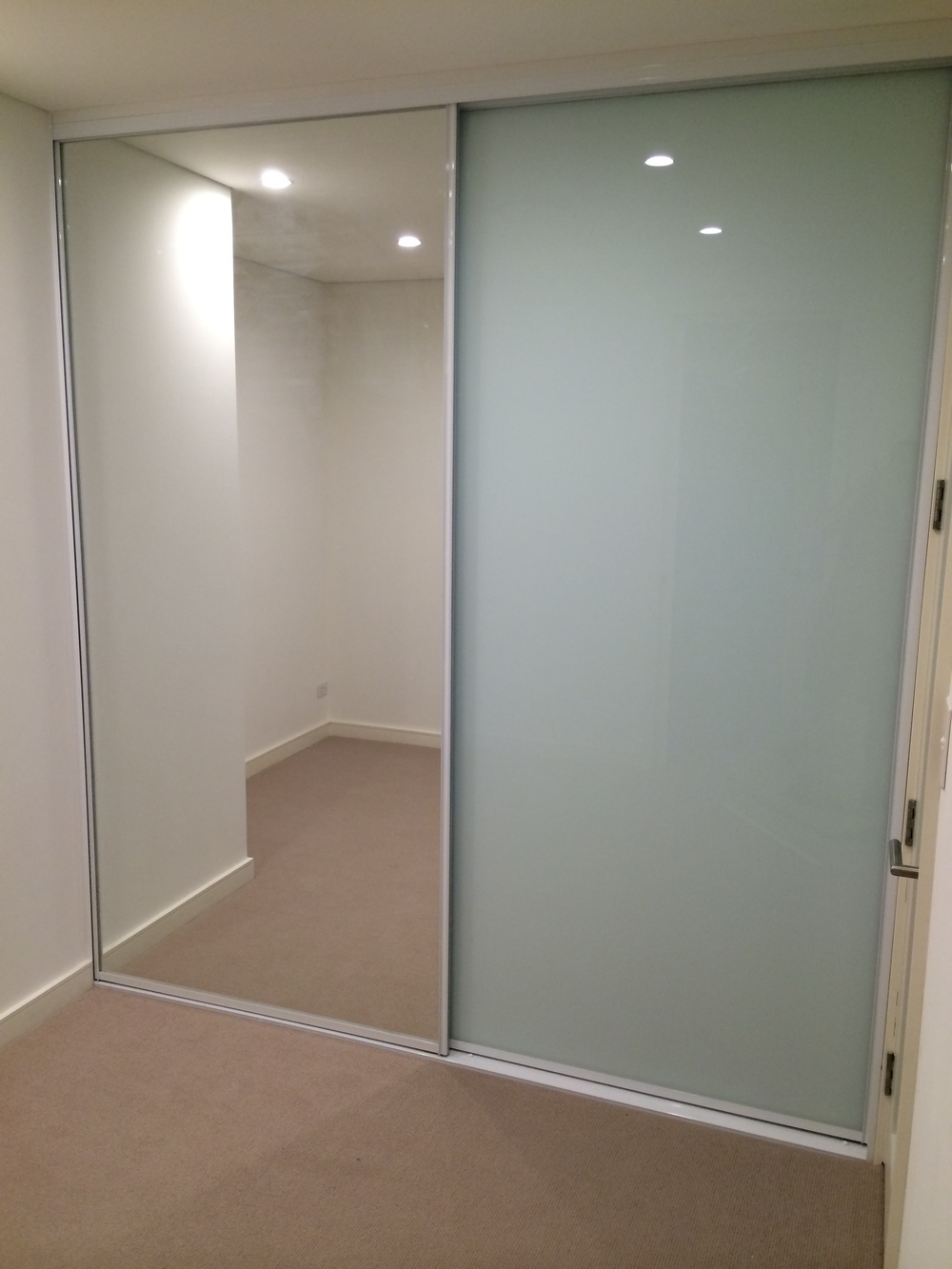 Frosted glass wardrobe doors frosted glass sliding for Frosted glass sliding doors