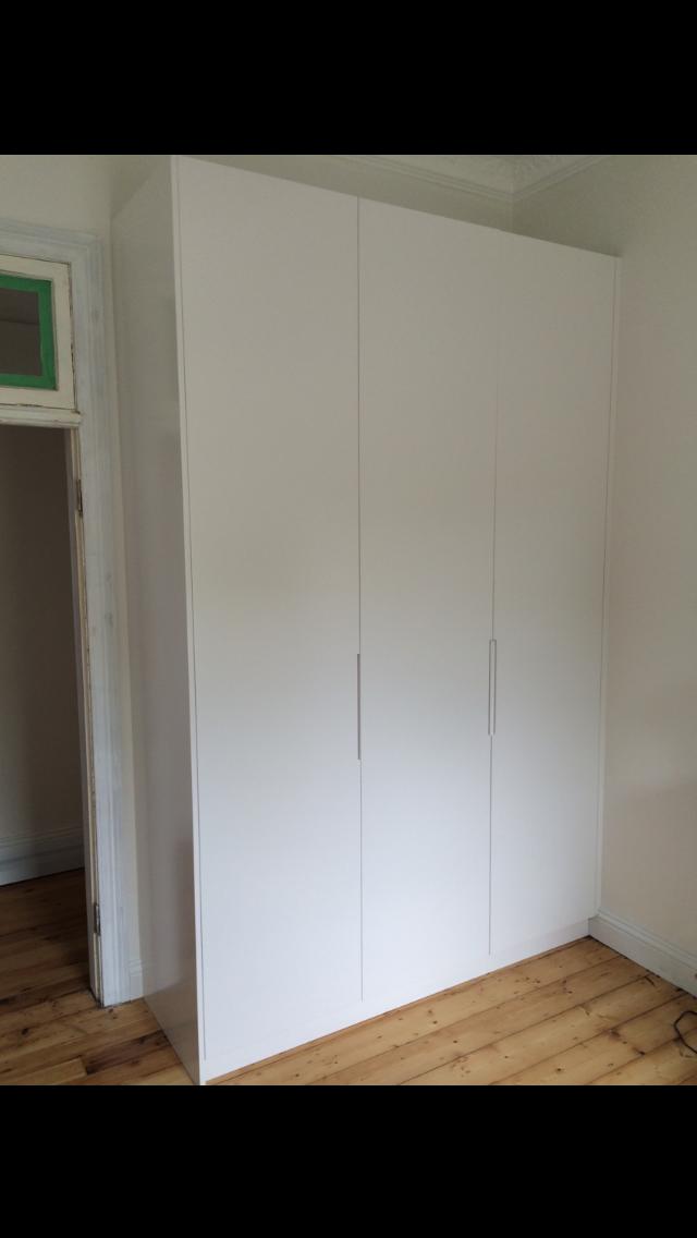 hinged polyurethane wardrobe.PNG