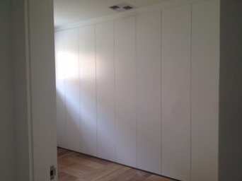 plain polyurethane hinged door wardrobe.JPG