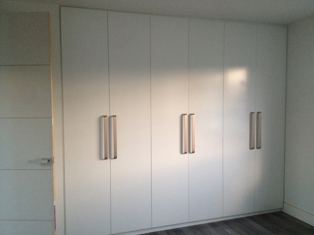 plain semi gloss polyurethane hinged doors with handles.JPG