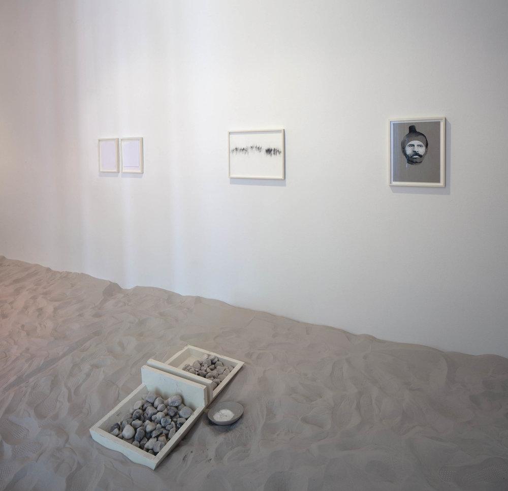 Berührung / Die Welt interessiert sich nicht für den Sinn / Nachspiel: Wesen und Inhalt einer großen Idee   Installation View  Galerie Thomas Schulte, Berlin, 2015