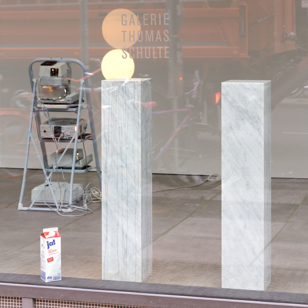 Falscher Inder , 2015  marble, steel ball bearing, milk  marble column 1 : 100 × 20 × 20 cm   marble column 2: 100 × 20 × 20 cm   Unique