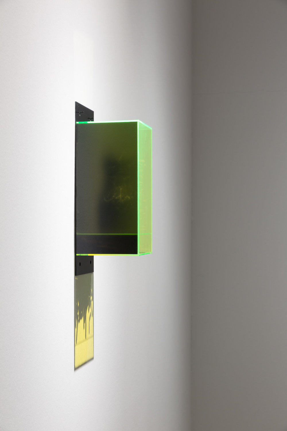 Oral (Mangomilch und süßer Rauch) , 2013  colored plexiglass, cigarette ends, tape, paper cup, glass, mold  40 × 15 × 15 cm