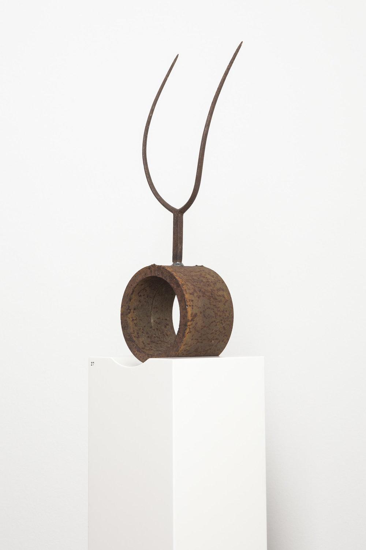 Archaische Figur , 2014  iron on pedestal  32 × 23 cm
