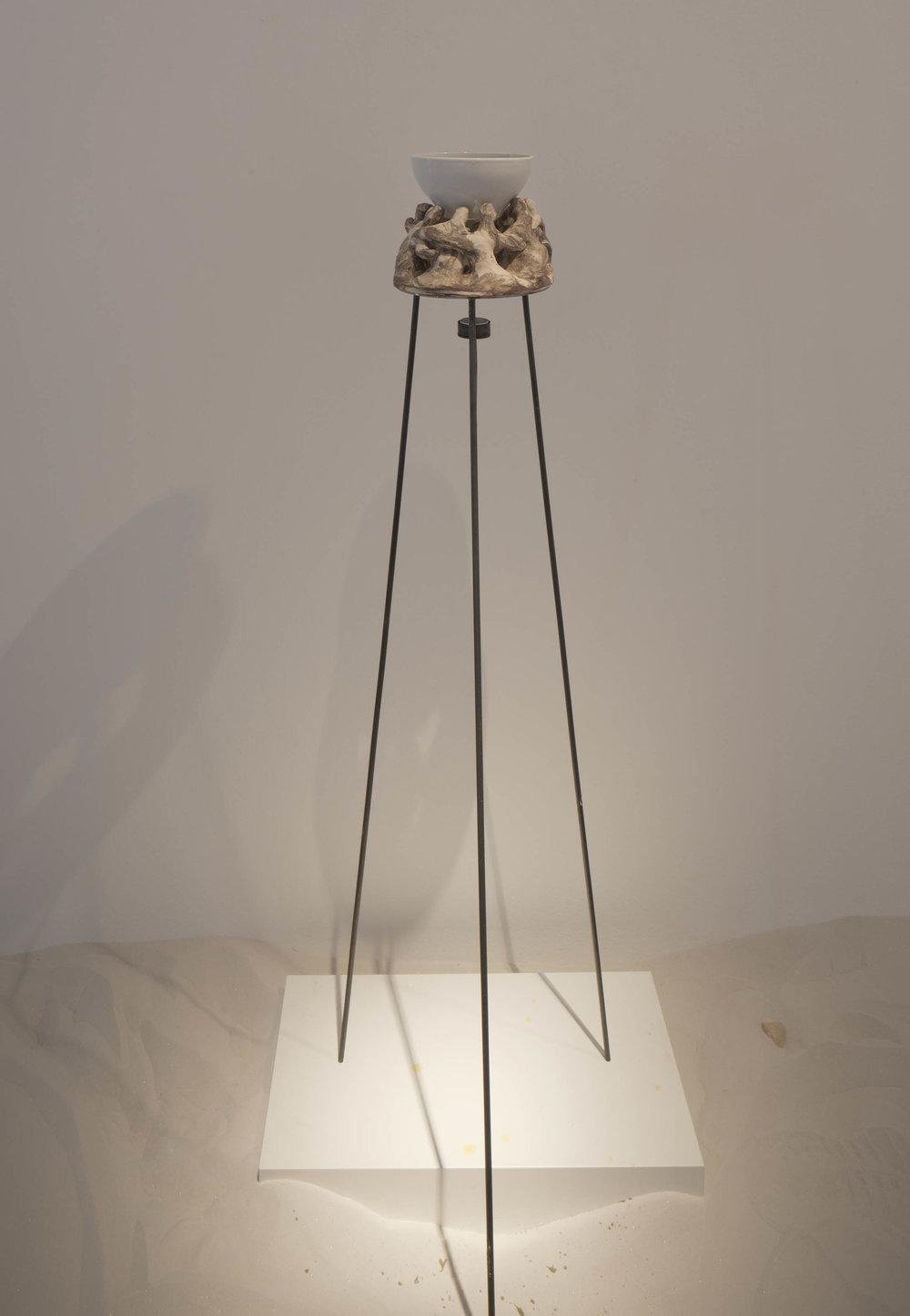 Zusammen , 2013  146 x 60 x 60 cm  Zweiter Teil einer mehrteiligen Arbeit  Keramik, Batik, Teelicht, Stahl, Bleistift auf Papier