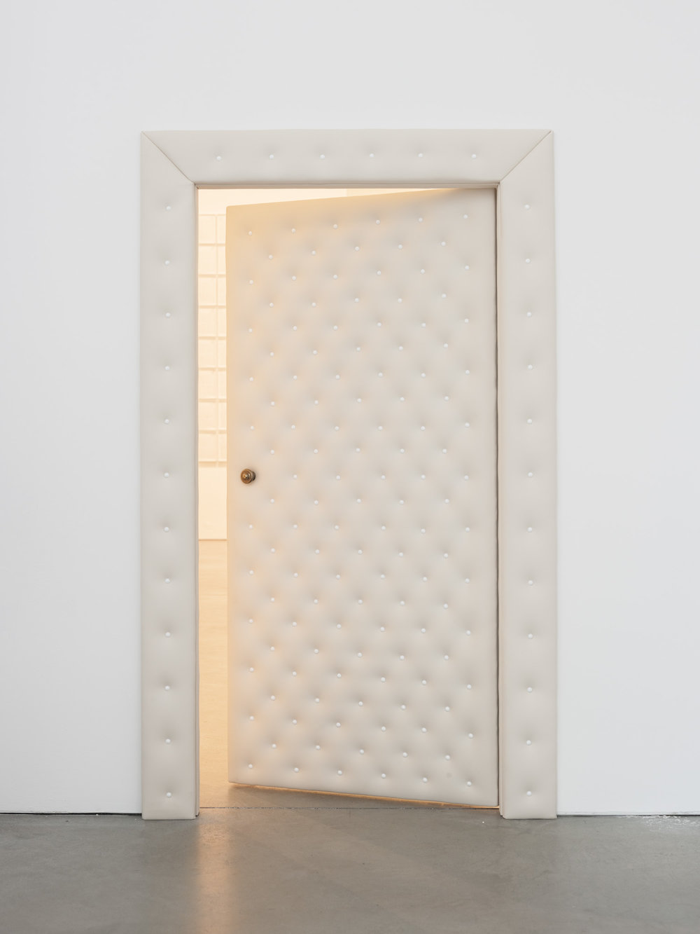 Der Spalt , 2013  Wood and synthetic leather  131 × 75,5 × 10 cm