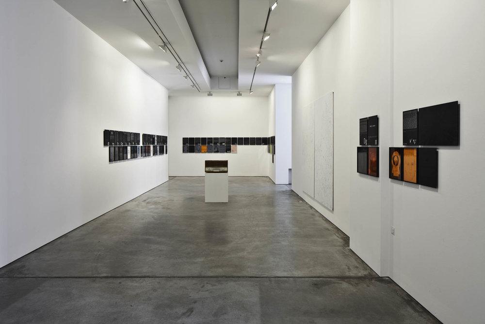 MM_Das Scheitern der Oberflaeche_Galerie Thomas Schulte, 2011_Installation View_3_Sergio Belincho.jpg