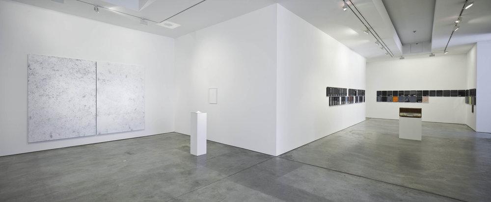 MM_Das Scheitern der Oberflaeche_Galerie Thomas Schulte, 2011_Installation View_14_Sergio Belinch.jpg