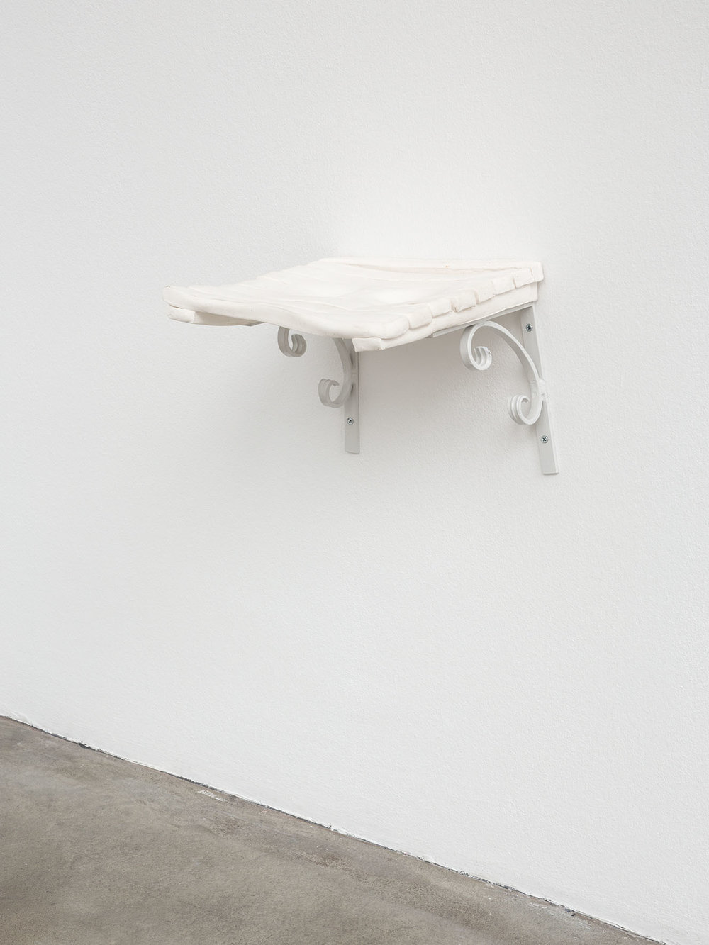 Sitzen , 2014  porcelain and painted iron  26 × 31 × 31 cm