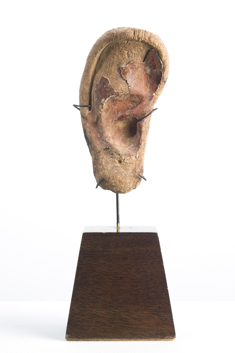 Egyptian Ear, New Kingdom , 1550 -1050 BC  Wood  11,5 cm