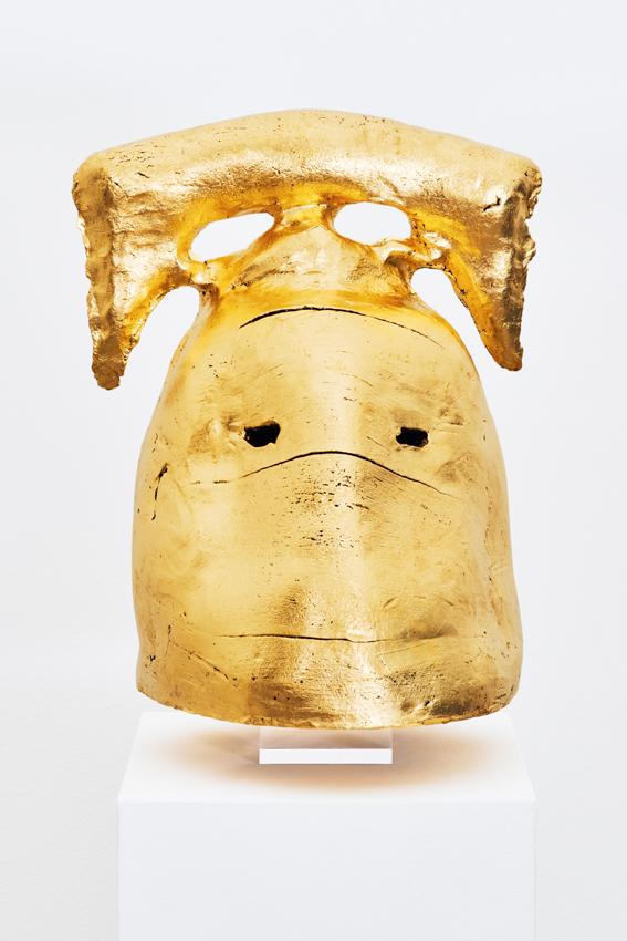 Goldener T-Träger,2018  24 karat gold leaf, ceramic  90 x 40 x 50 cm