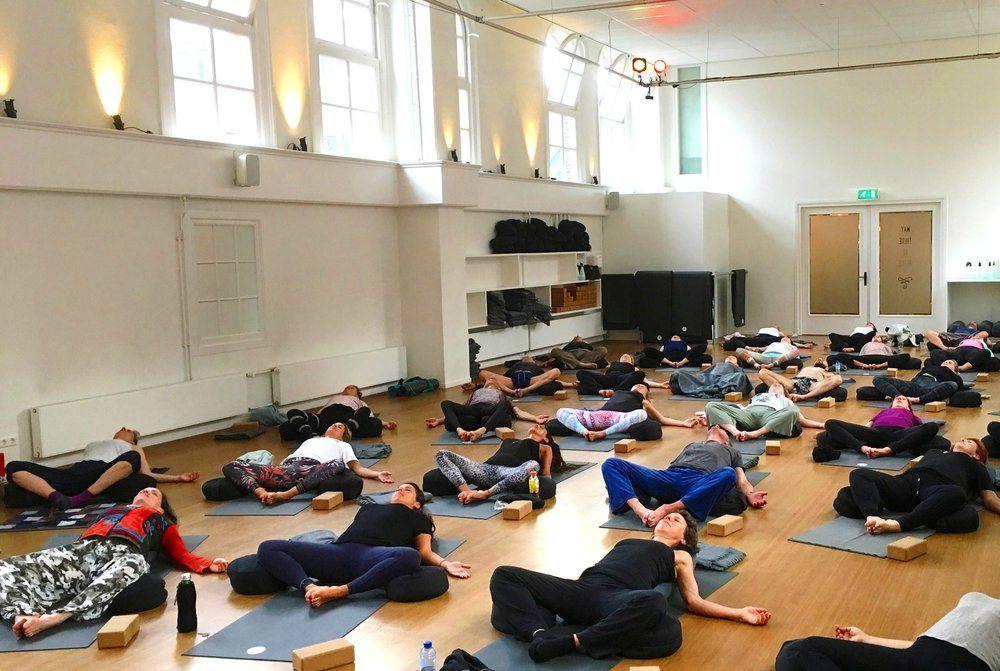 yogaworkshop+DNYS+licht.jpg