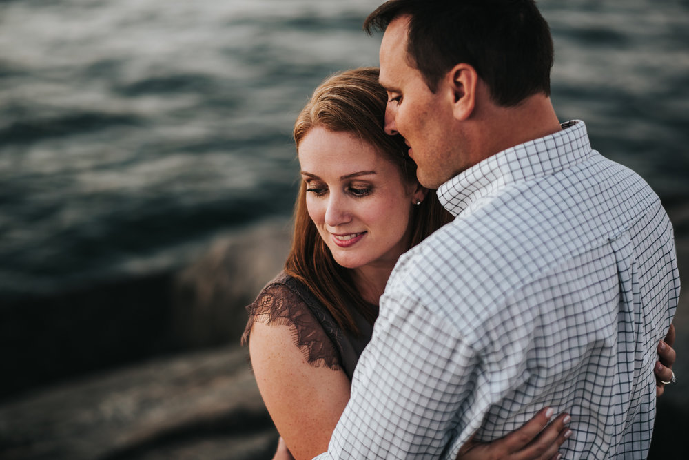 engagement session at edgewater beach in cleveland ohio | allyson and billy