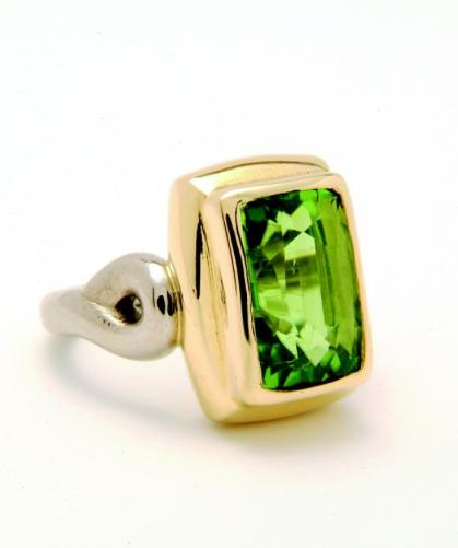 Rectangular peridot ring