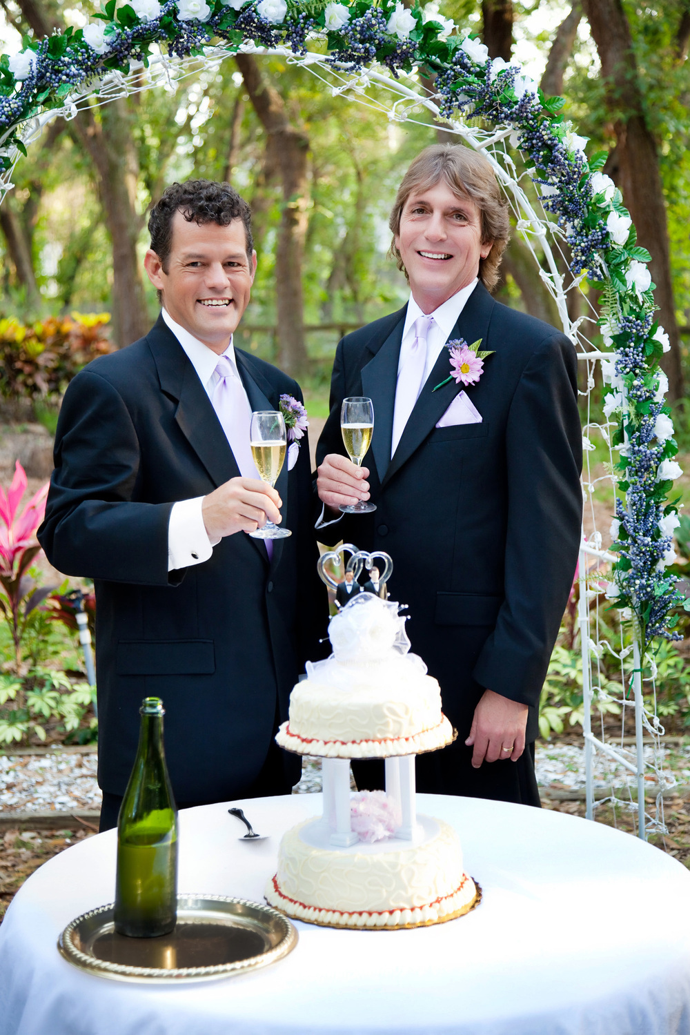 Heartland-Weddings-LGBT-gay-male-couple-at-wedding-reception-l.jpg