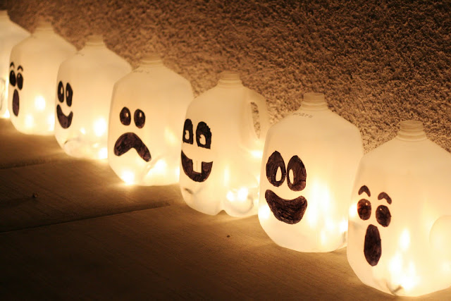 Image via Eighteen 25 Another quick and easy addition you can get the kids involved with are these spooky Halloween ghosts aka milk gallons dressed up with a sharpie! A great use for those extra jugs you have lying in the recycling bin, line your driveway or entryway with these luminaries for a ghostly evening glow.