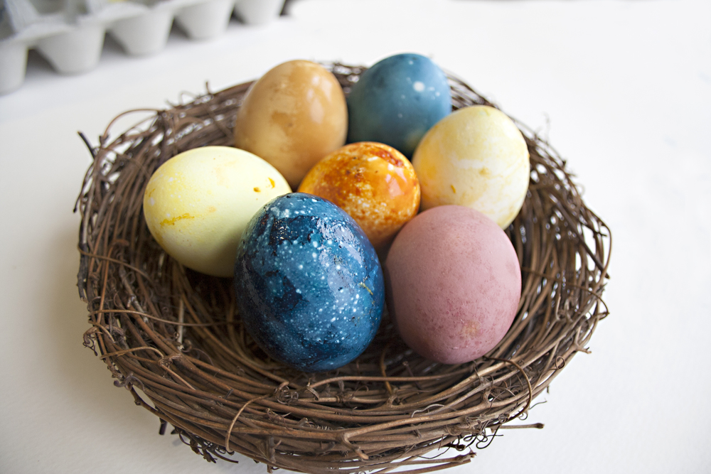 natural-dyed-easter-eggs
