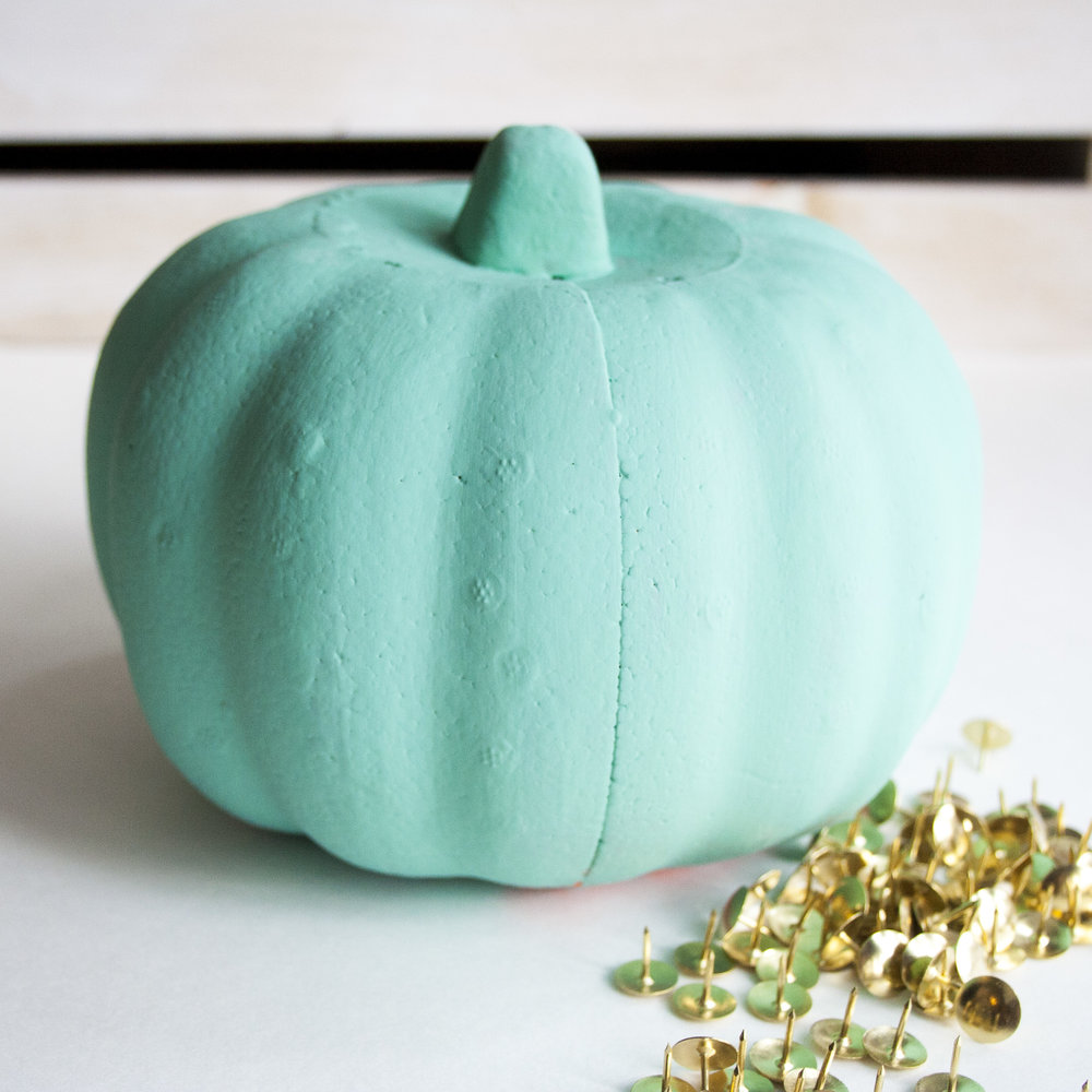 chalk-paint-pumkins.jpg