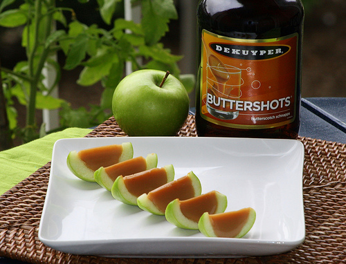 These are SOOO Fall!!    Caramel Apple Jello Shots [With Real Apples]
