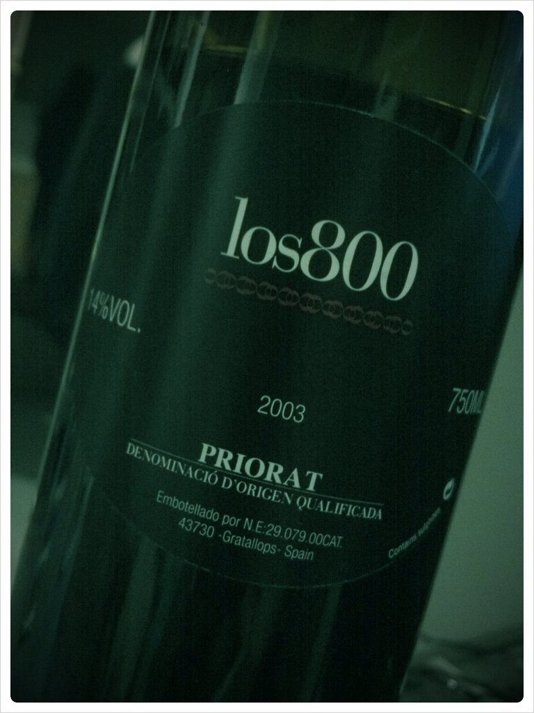 Its a red wine kinda nite… (Taken with  picplz .)    Red blend from Priorat, Spain. 50% Grenache, 30% Carignan, 10% Cab Sauv, 10% Syrah. 100% delish!!!