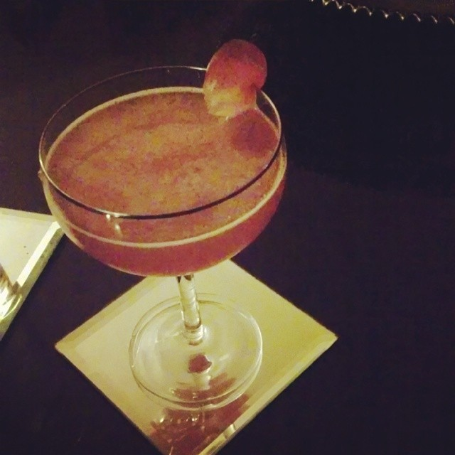 GMG indulging in some #cocktailtherapy w/ @cocktailtherapist #grapesandgrandmarnier