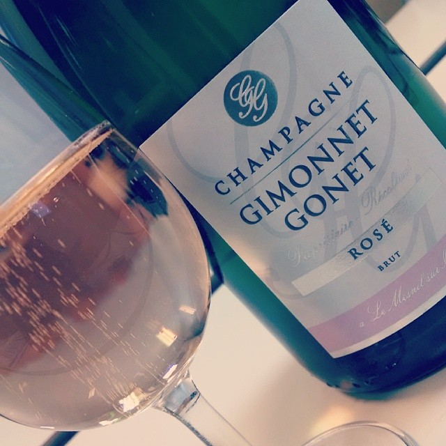 The stunner from tonight - Gimonnet Gonet rosè. Pale pink in color, the red wine is added at assemblage. Bright notes of strawberry and red apple are present…and these bubbles would not quit!! #sparklingwine #champagne #brut #winetasting #ProfessorGMG #GMGinParis