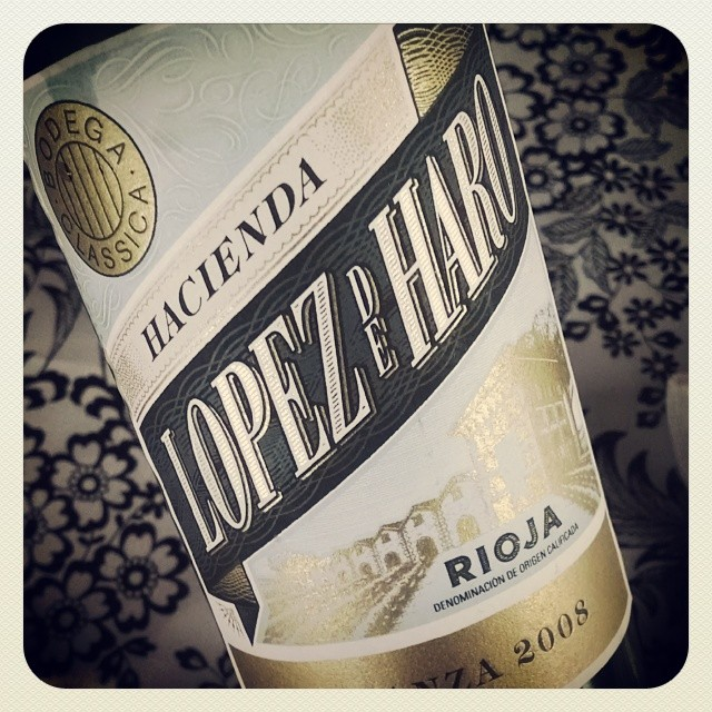 Hacienda Lopez de Haro Rioja 2008 - tempranillo, graciano & garnacha. Aged 18mos in French and American oak. Black fruit, fine tannins with a slight taste of oak. A bit tight in flavor, but pairs nicely with hard cheese #wine #winetasting #spanishwine #Spain