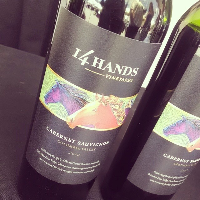 14 Hands Cab Sauvignon 2012 (WA) Blueberries, black currant, dried herbs and spices. Smooth tannins. Grill that steak, drink this wine! #tastetysons #jaifaimjaisoif